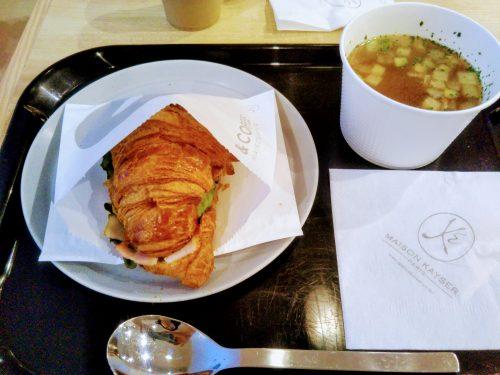アボガドチーズクロワッサンと野菜スープ